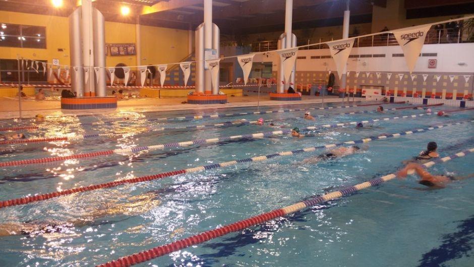 Ilustracja do informacji: Zawody pływackie